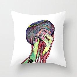 Agarrando una medusa Throw Pillow