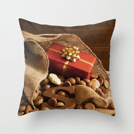 II - Bag with treats, for traditional Dutch holiday 'Sinterklaas' Throw Pillow