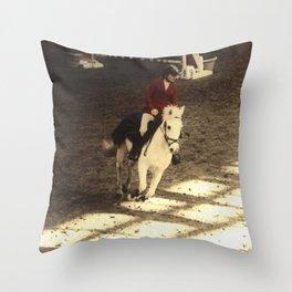 Au trot Throw Pillow