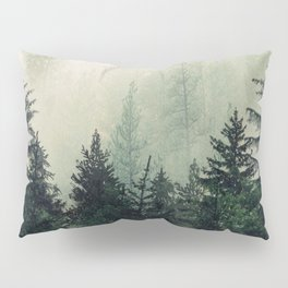 Foggy Pine Trees Kissenbezug