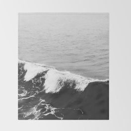 OCEAN WAVES Throw Blanket