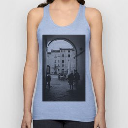 Italian old women walking through a gate| Lucca, Italy | Analog photography black and white art print Unisex Tank Top