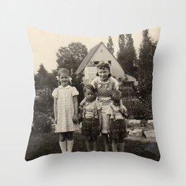 Das Haus Throw Pillow