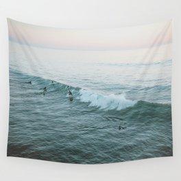lets surf v Wall Tapestry