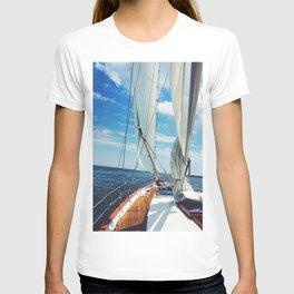 Sweet Sailing - Sailboat on the Chesapeake Bay in Annapolis, Maryland T-shirt