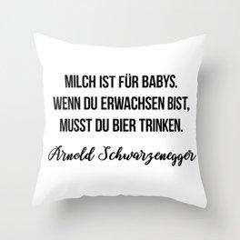 Milch ist für Babys. Wenn du erwachsen bist, musst du Bier trinken.  Arnold Schwarzenegger Throw Pillow