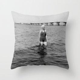 Die Meeresstille Throw Pillow