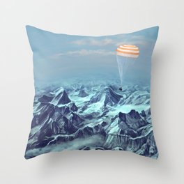 astronaut returns Throw Pillow