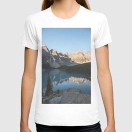 Moraine Lake Mountain Views T-shirt