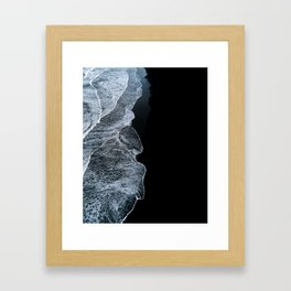 Waves on a black sand beach in iceland - minimalist Landscape Photography Gerahmter Kunstdruck