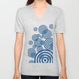 Hypnotizing circles - blue on black Unisex V-Neck
